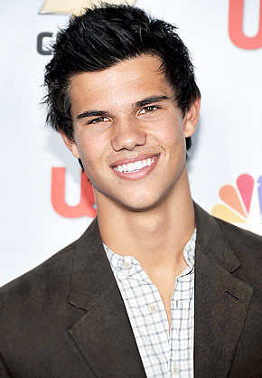 Taylor Lautner is sorry for filming last scenes of Twilight.