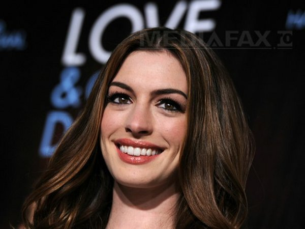 Anne Hathaway is replacing Halle Berry in Christopher's Nolan Batman:'The