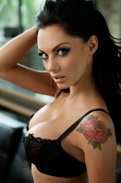 http://gossip-juice.com/images/2011/jessica-jane-clement-nuts-3.jpg