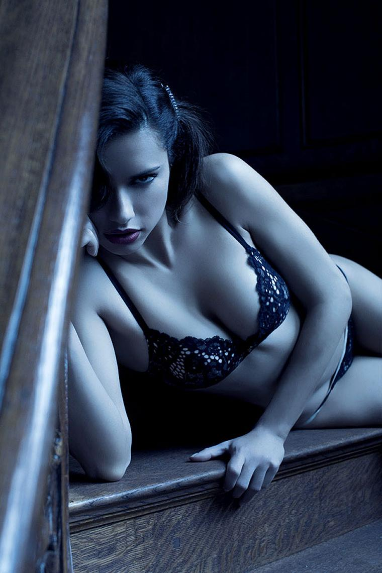 Adriana-Lima-Lingerie-Juicy-5