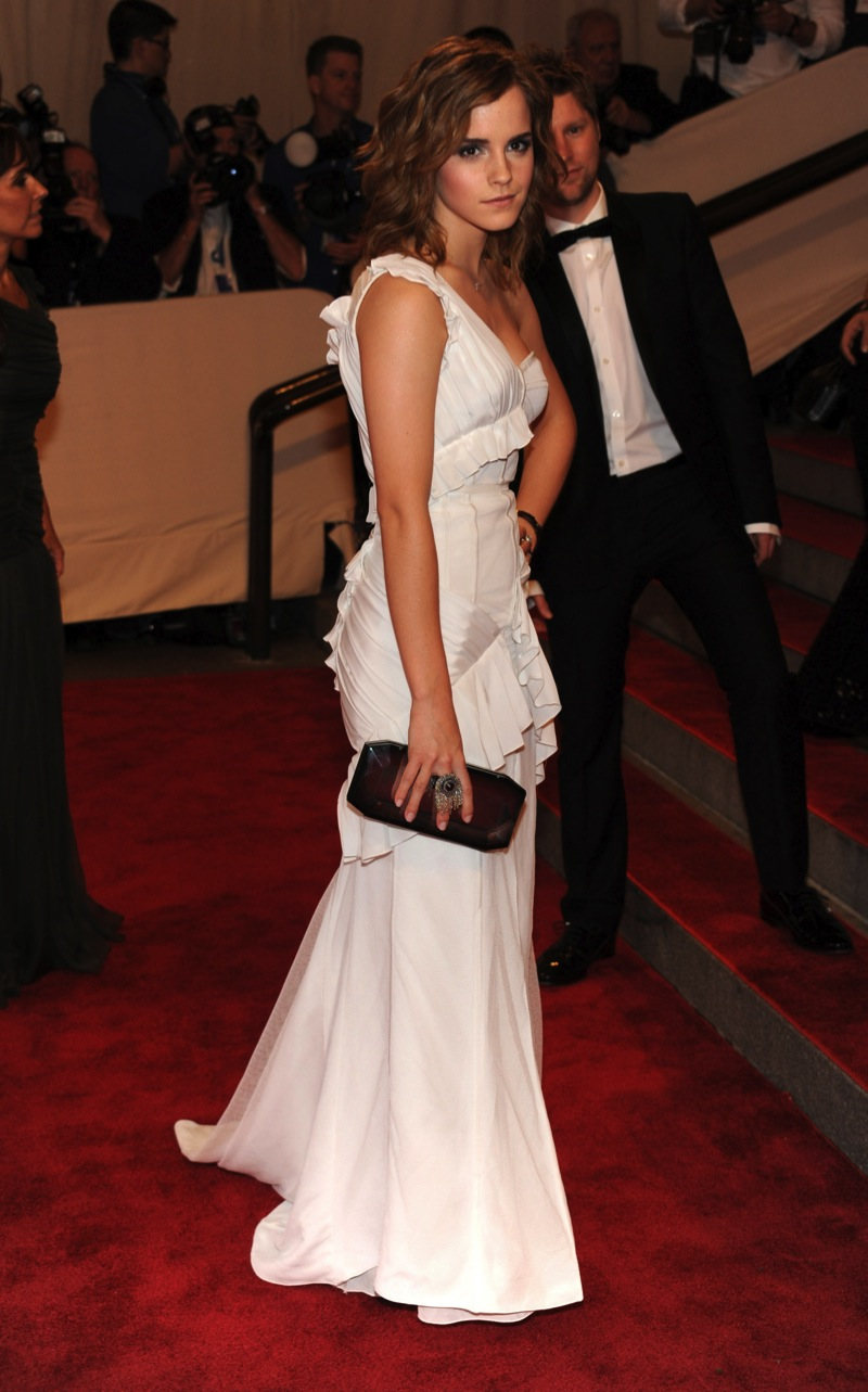 White dress emma watson - Said Emma Watson As She Entered The 750th Annual Devil Worshipers Ball In Stockton Ca The Harry Potter Has Changed Her Appearance In Something More Mature