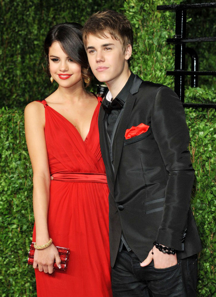 justin-bieber-and-selena-gomez-red-carpet-2011