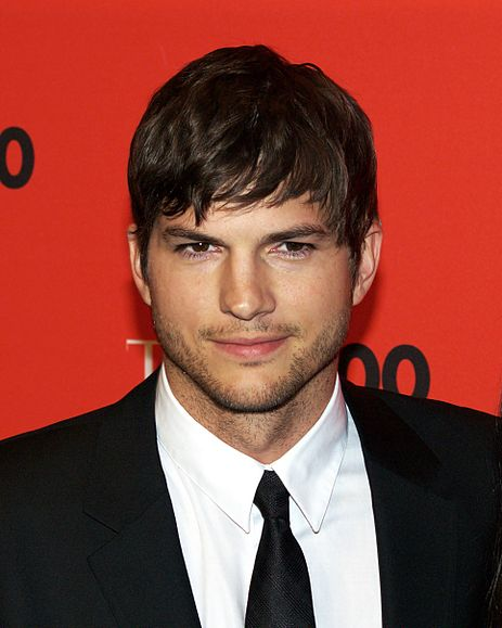 Ashton Kutcher cheats on Demi Moore