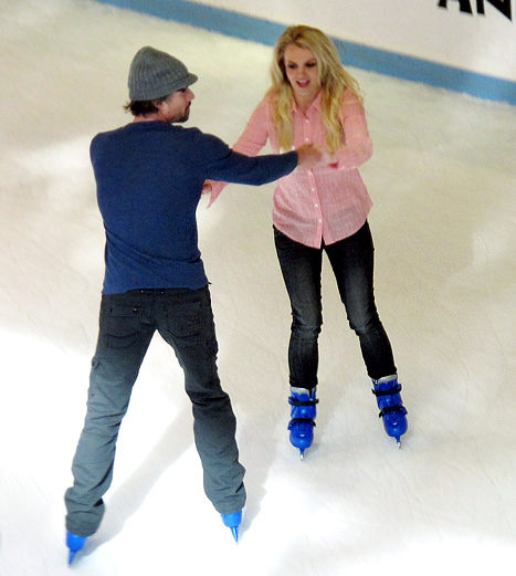 britney-spears-jason-trawick-ice-skating
