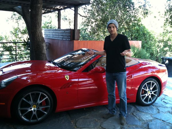 Ashton-kutcher-Ferrari-california-2013